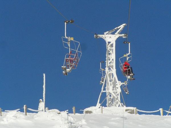 Pecz pod Śnieżką. Albo na szczyt, albo na narciarski stok