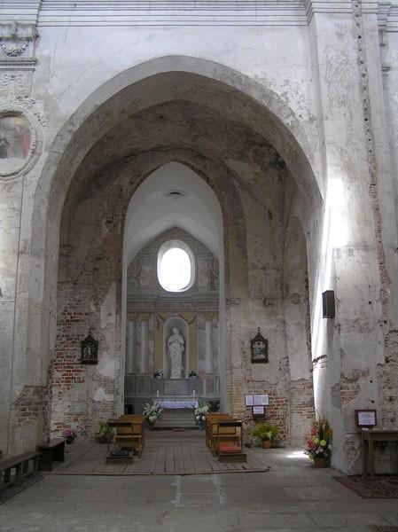 Wilno. Puste wnętrze kościoła na Piasku