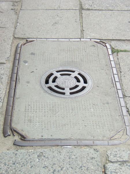 Warszawa. Historia telekomunikacji leży na ulicy