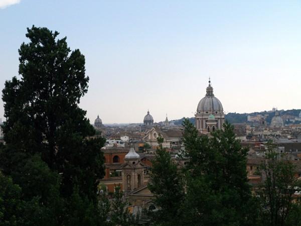 Rzym. Ponad dachami… pod dachami…