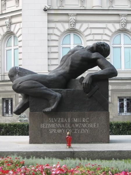 Warszawa Wojownik przed Zachętą