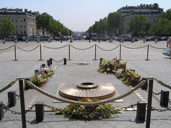 Paryż. Najpiękniejsza aleja świata