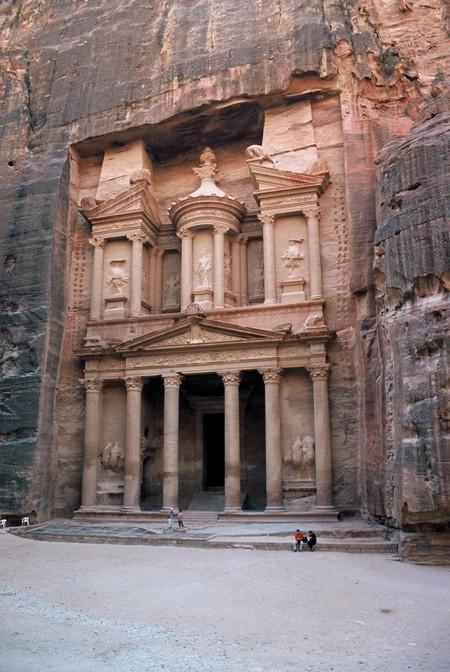 Petra. Różowe skalne miasto