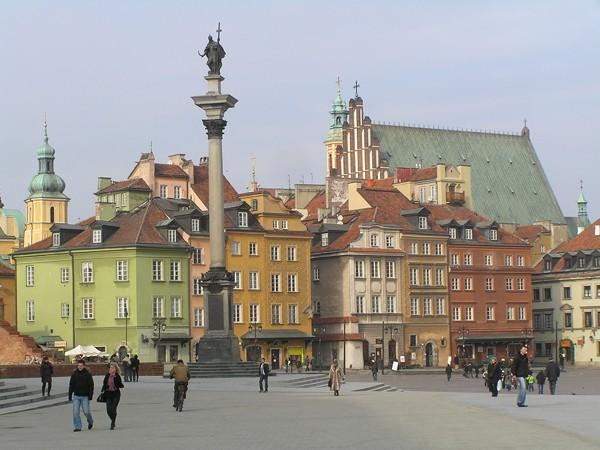 Warszawa Zygmunt ma płaszcz w kwiatki
