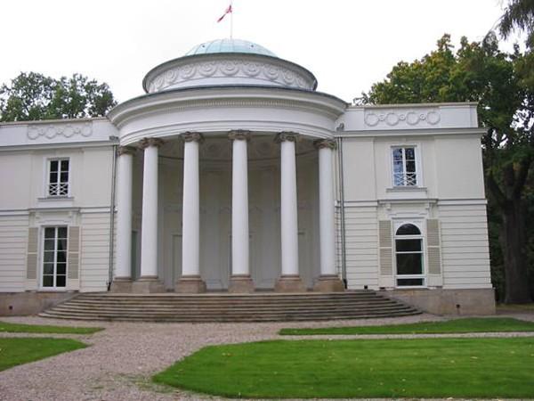 Warszawa. Tajemniczy pałac w Natolinie