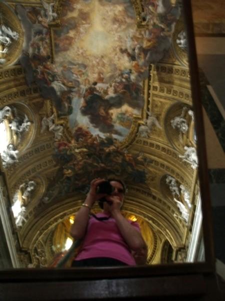 Rzym. Il G?su przeglada się w lustrze