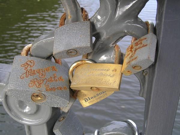 Kłajpeda. Kłódki na moście miłości