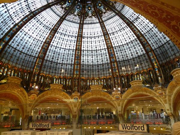 Paryż. Galéries Lafayette – katedra luksusu