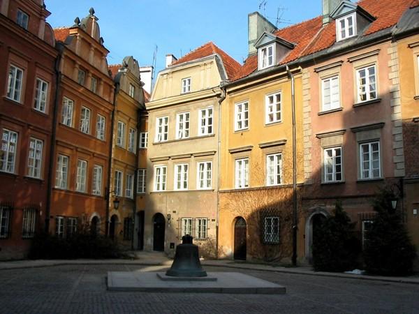 Warszawa Duchy unoszą się nad Kanonią