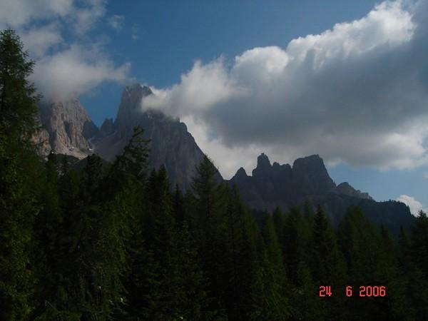 Lago di Sorapiss. Turkusowe jezioro w skalnym amfiteatrze