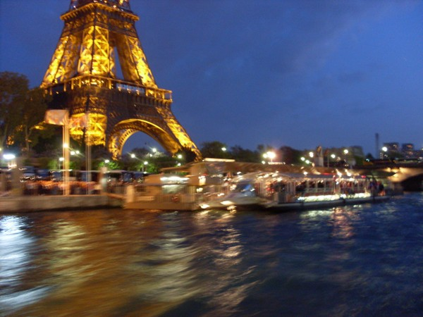 Paryż Tłoczno na Wieży Eiffla