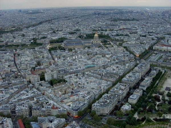 Paryż. Tłoczno na Wieży Eiffla
