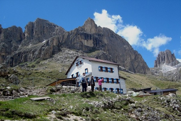 Roda di Vael Schronisko na skalnym progu