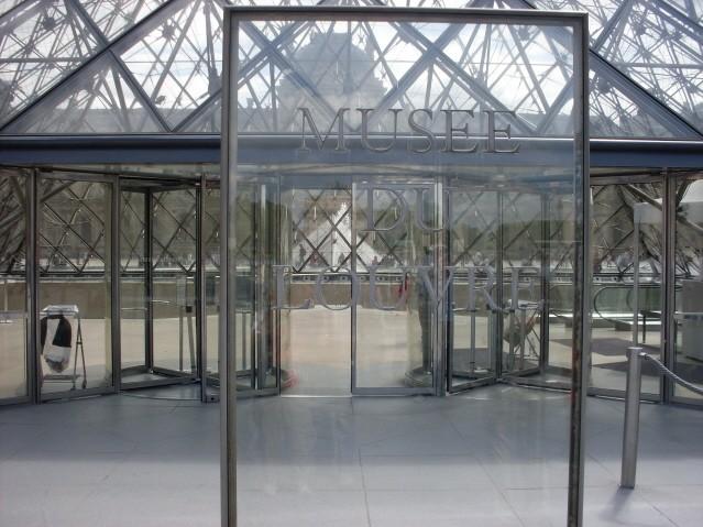 Paryż. W labiryntach Luwru