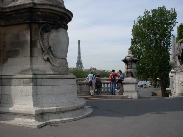 Paryż. Na krańcach mostu Aleksandra