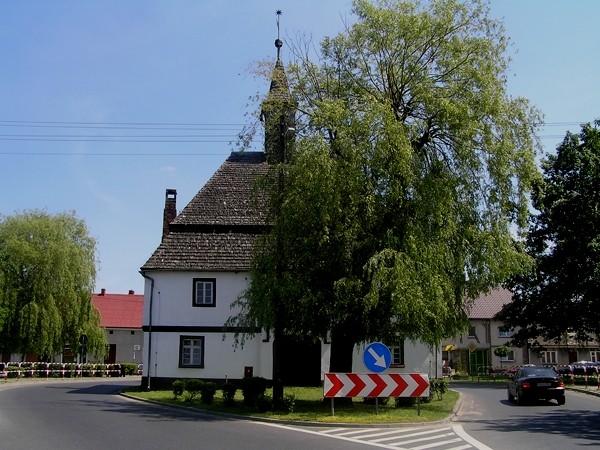 Rostarzewo. Ratusz na środku drogi