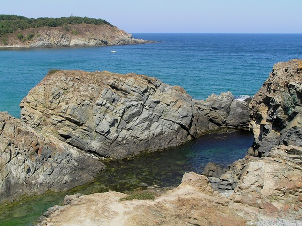 Sinemorec. Piekne plaże wśród skał