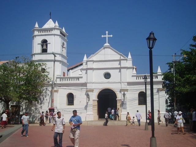 Santa Marta Gwarno w mieście, tłoczno na plaży