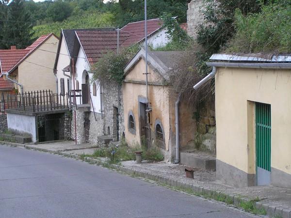 Eger. Piwniczki w dolinie Szépasszony