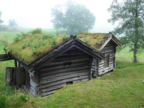 Eidsborg. Kościół i skansen nad jeziorem