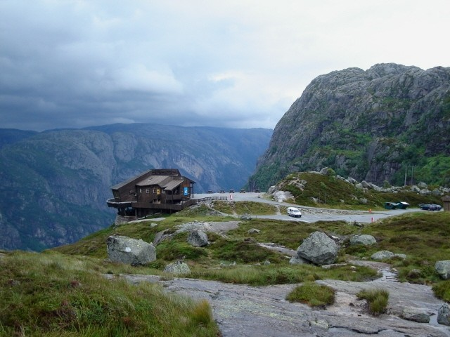 Øygardstøl. W stronę Kjeragbolten