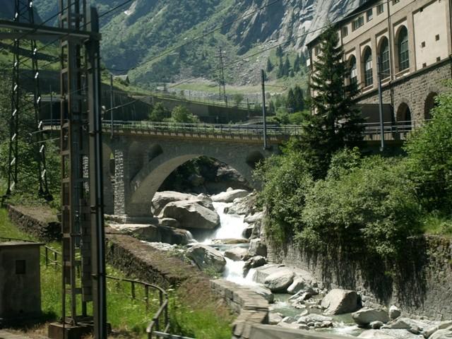 Przełęcz św. Gotharda Ekspresem przez tunele i mosty