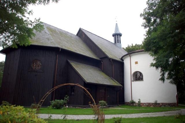 Gąsawa. Kościół jak stodoła… ale pełna pereł!