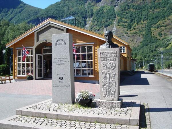 Flåm. Kolejką turystyczną do Myrdal