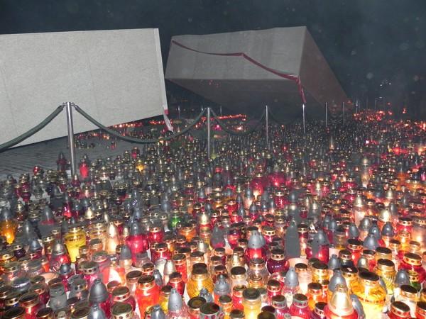 Warszawa Pomnik ofiar smoleńskiej katastrofy