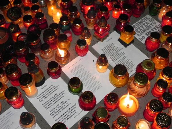 Warszawa. Pomnik ofiar smoleńskiej katastrofy