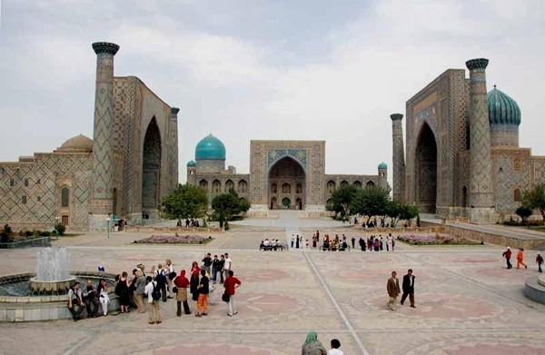Samarkanda W uczelniach Registanu
