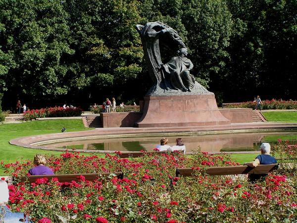 Warszawa A Chopin siedzi pod wierzbą