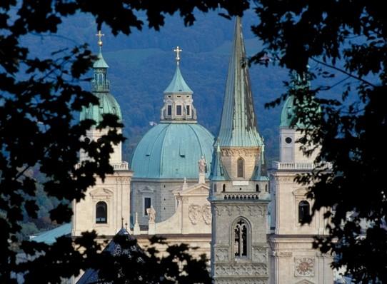 Salzburg. Panorama z wieżami kościołów