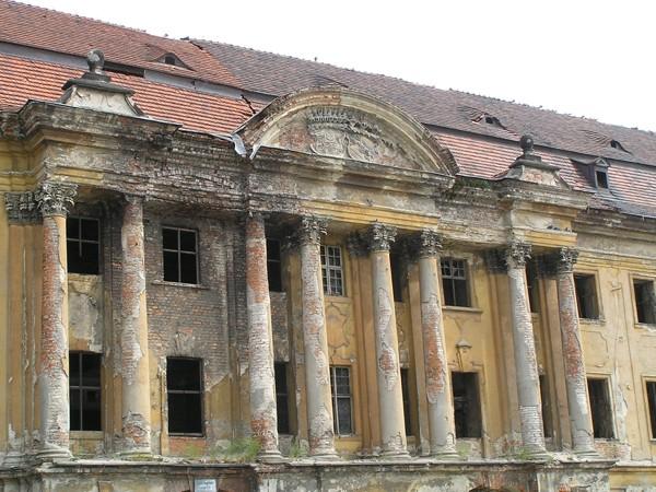 Żary. A pałac wciąż straszy ruiną