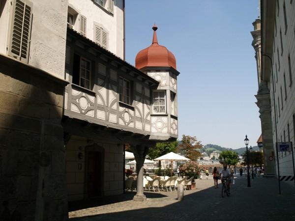 Lucerna Szwajcarski ład na starówce