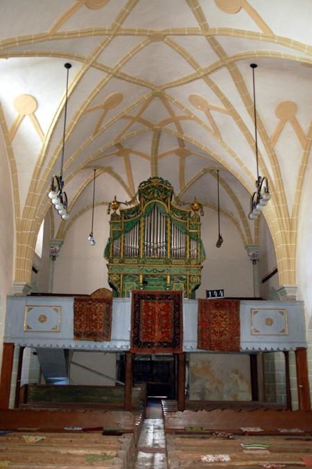 Hârman. W zakamarkch obronnego kościoła
