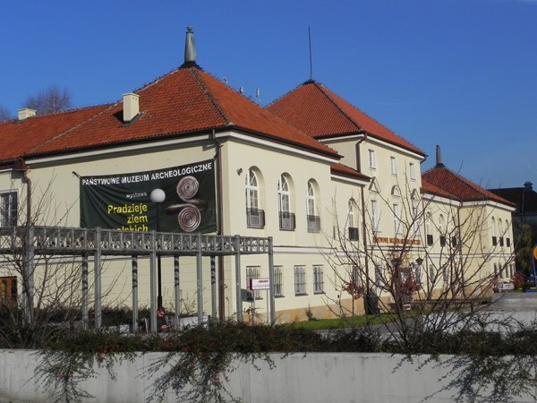 Warszawa. Arsenał, świadek powstańczych walk