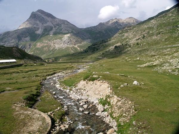 Masyw Bernina. Alpejskie krajobrazy z okien pociągu