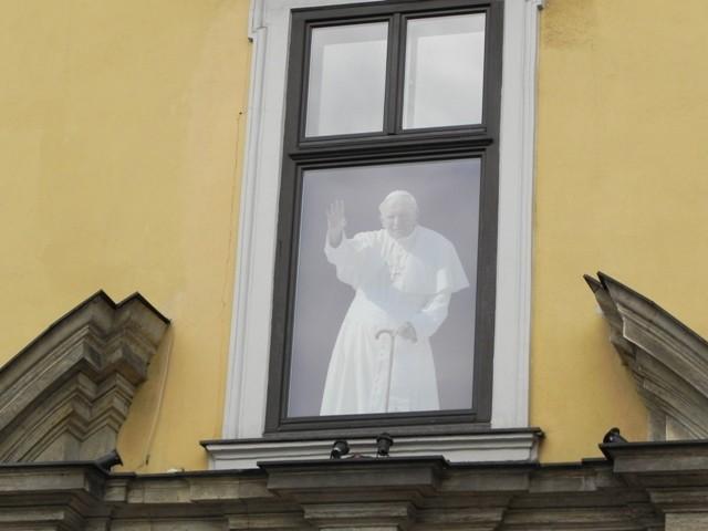 Kraków. Papieskie okno: Franciszkańska 3