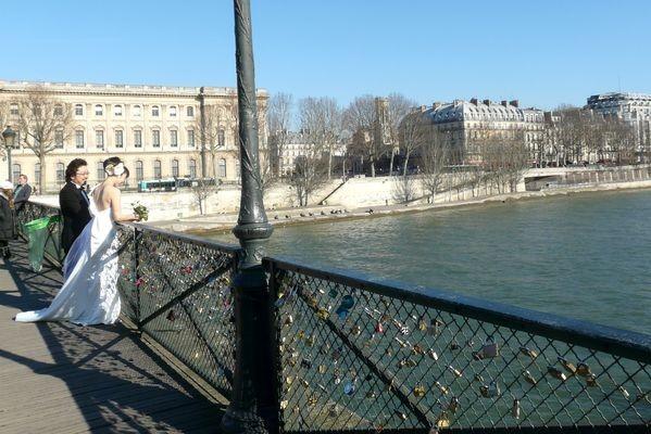 Paryż Miłość zamknięta na kłódkę