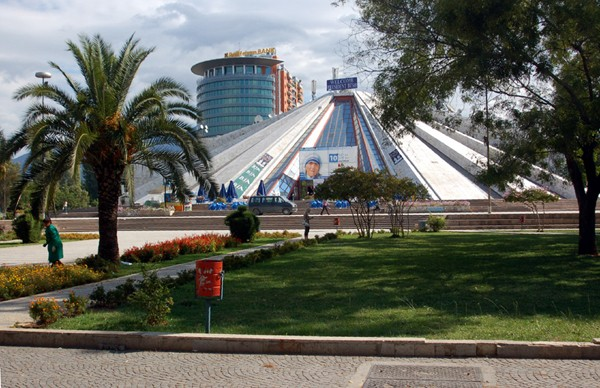 Tirana. Albańska stolica u stóp góry Dajti