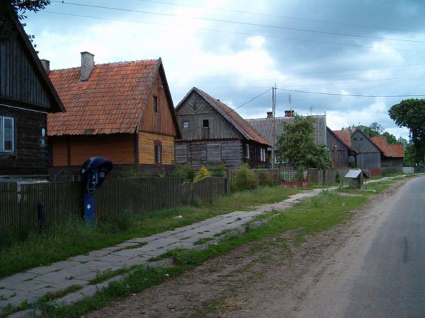 Klon. Dawna ulicówka przetrwała na Mazurach