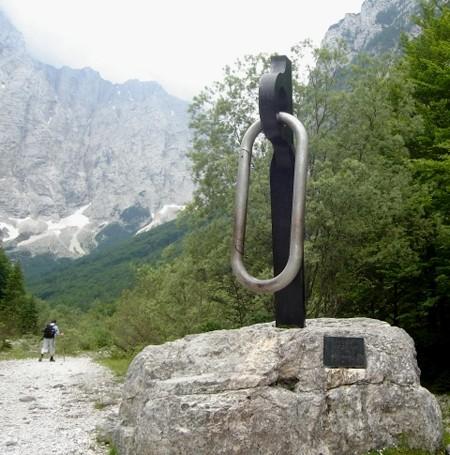 Vrata Dolina. Pod północną ścianę Triglava