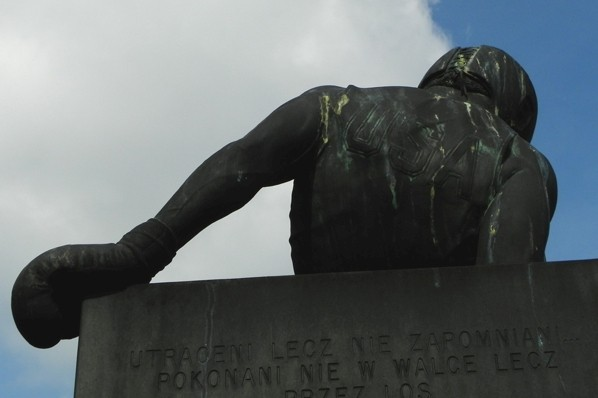 Warszawa. Pomnik ofiar lotu nr 007