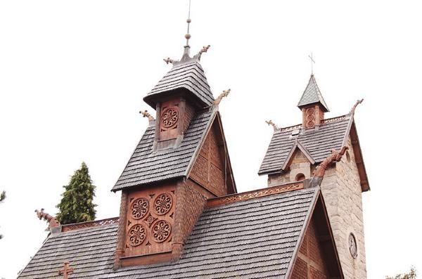 Karpacz. Świątynia z norweskiej wsi Vang