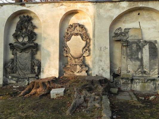 Jelenia Góra Barokowe groby wokół Kościoła Łaski