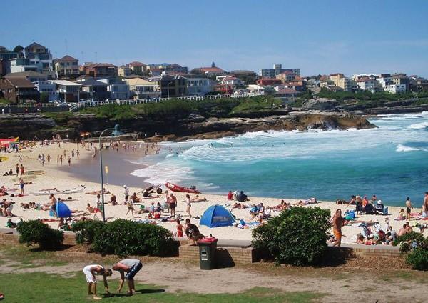Sydney Tu wypoczywa się na plaży
