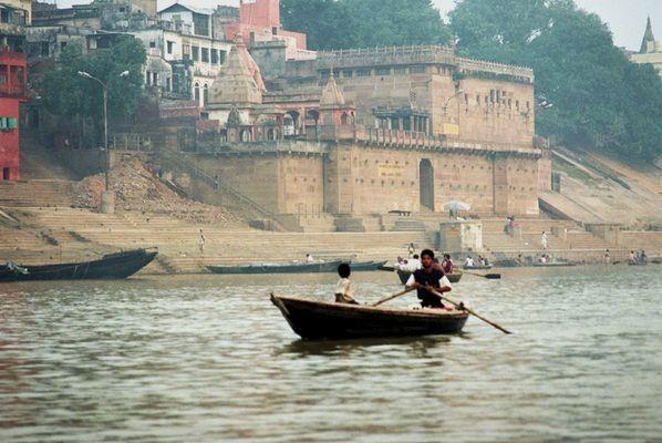 Benares. Świt wstaje nad Gangesem