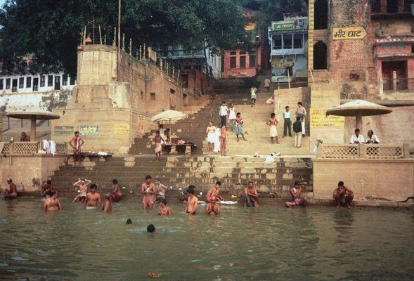 Benares Świt wstaje nad Gangesem
