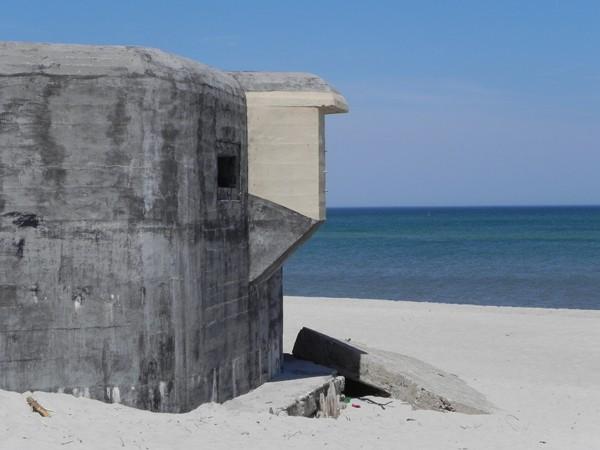 Jastarnia. Bunkry w lesie, bunkry na plaży